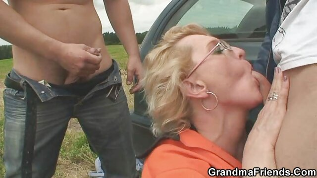 Kurvige Vollbusige Brünette Solo Pussy Dildo Ficken reife frauen zeigen sich nackt