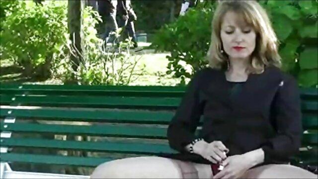 Vollbusige Hausfrauen wichsen geile nackte reife weiber Schwanz!