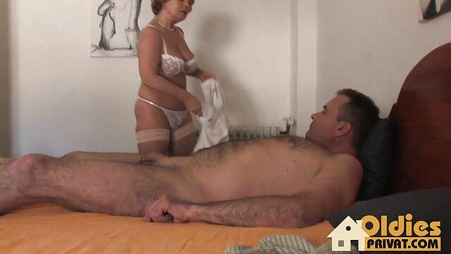 BLACK4K. Interracial porno-Video von jungen kostenlose sexbilder alter frauen paar, das selfies liebt